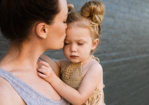 """""""Ich will euch trösten, wie einen seine Mutter tröstet"""" (Jesaja 66,13) - Bild: stocksnap/pixabay.com"""